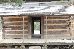 cades-cove-cabin-1